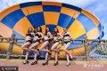 2017年8月26日,山东烟台,七夕情人节到来之际,5位身材火辣的美女在烟台某海乐园,上演比基尼现场求嫁,一同寻找属于自己的爱情。