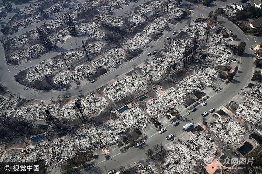 航拍加州山火后的灾区