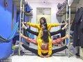 """2017年11月6日,郑州黄河科技学院的男生女生们纷纷在宿舍里比拼""""一字马"""",玩出新花样,秀出新高度。"""
