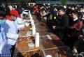 2017年12月19日,武汉科技大学一年一度的校内湖捕鱼节拉开序幕,共捕捞约4万斤鱼,将分别送往各食堂烹饪,学生可凭票免费吃鱼块。