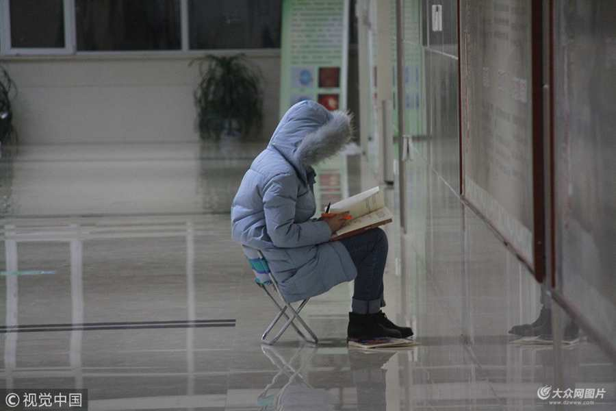 济南:大学生医院蹭坐备战期末考 称医院安静