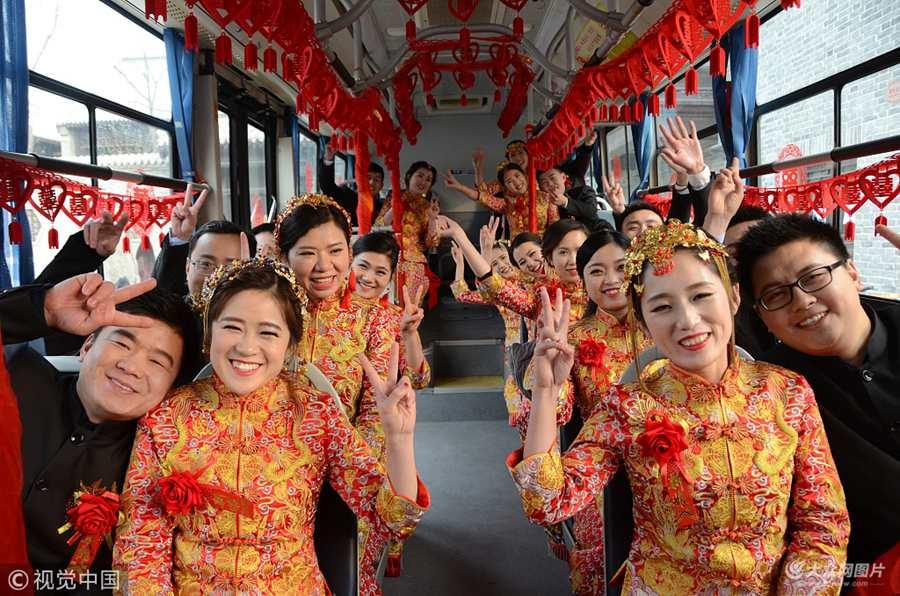 聊城:11对新人举行集体婚礼喜迎新年
