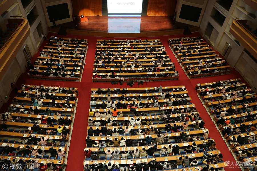 济南5000名考研族同上巨无霸大课  场面壮观