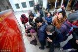 1月15日,济南老年人大学开始春季招生报名,从凌晨零点开始,就有老人来到报名处排队领号,截止8:25,发放报名顺序号1132个。
