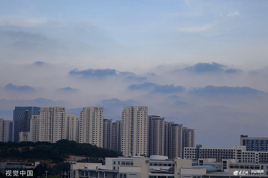 2019年8月20日,青岛傍晚时分黑云涌动,一眼望去,宛如雾中山峦。