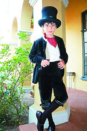 8岁男孩成为美国年纪最小时尚型男