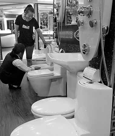 """不少居民家里仍在使用""""老式马桶"""""""
