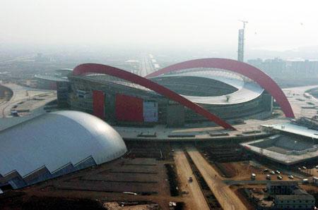 南京奥体中心主要包括主体育场、体育馆、游泳馆、网球中心、