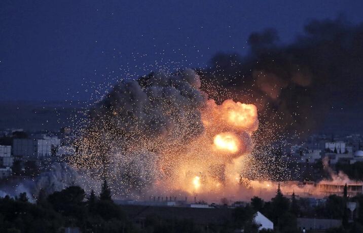 美军轰炸叙边境极端组织目标震惊瞬间
