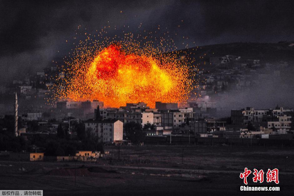 美军空袭叙利亚边境 导弹爆炸瞬间宛如世界末日