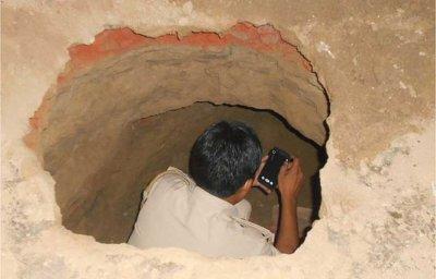 印度盗贼挖40米地道 银行77个保险箱洗劫一空