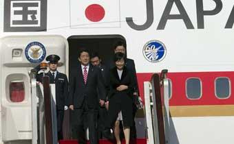 日本首相安倍晋三抵达北京出席APEC峰会