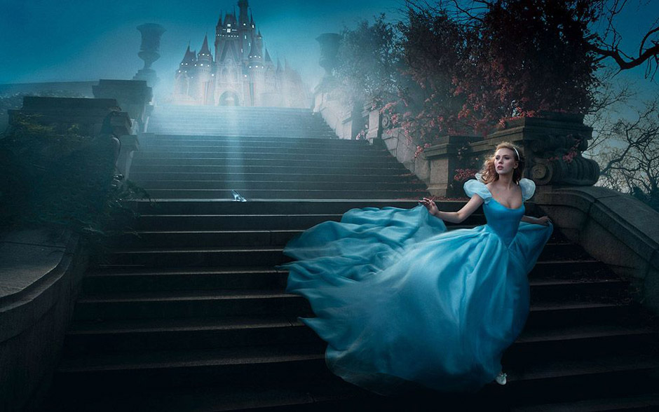作品中每位演员都完美地展现了自己所扮演的人物。斯嘉丽・约翰逊扮演了灰姑娘,珍妮弗・洛佩兹和马克・安东尼的分别扮演了茉莉公主和阿拉丁,佩内洛普・克鲁兹和杰夫・布里吉斯扮演了转世的美女与野兽。