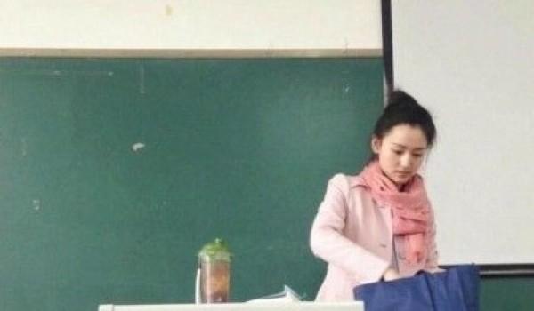 近日,网上一条最美英语老师的微博被热炒,川师新来的英语老师因其长相清纯、甜美,受到网友们的关注,微博称她的英语课上男生出勤率已爆表。