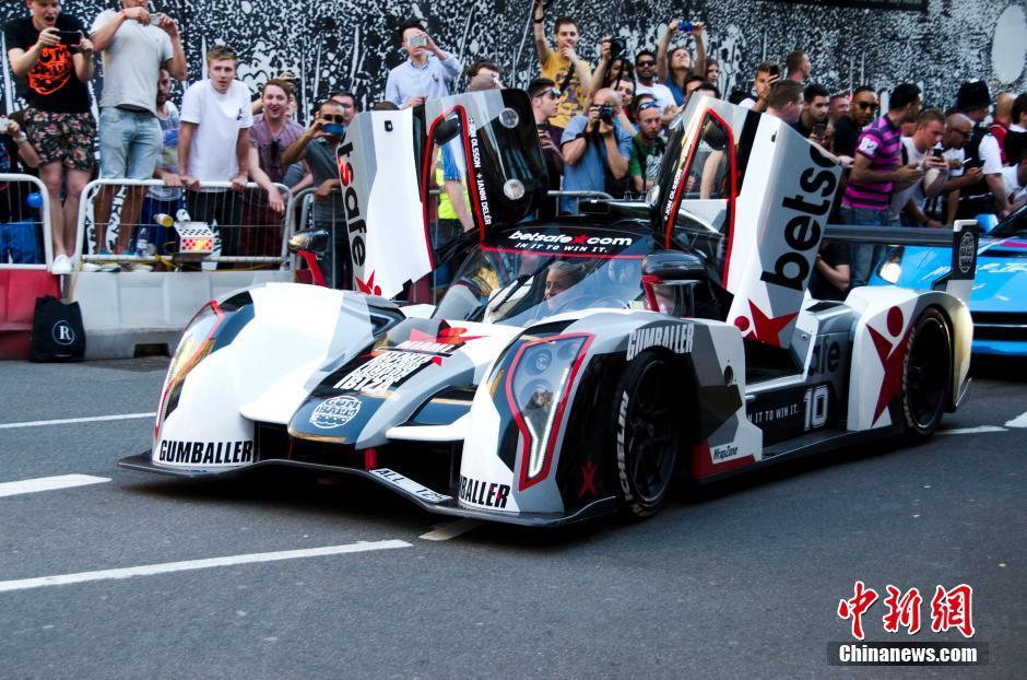 一年一度的Gumball3000超级跑车拉力赛6月8日在伦敦举行。