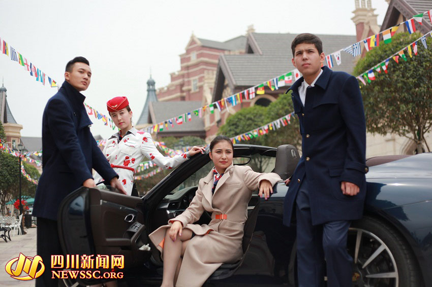 """近日,四川西南航空职业学院向社会发布了""""爱的天空""""全系时尚师生制服。"""