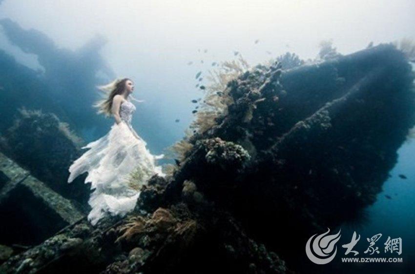 近日,一组由加拿大摄影师Benjamin Von Wong拍摄的梦幻唯美图片在微博走红。