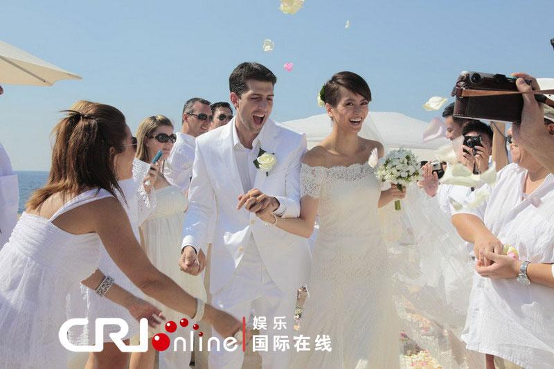 娱乐圈女星的婚纱照总是又美又仙,各位待嫁的姑娘们不妨参考一下吧。