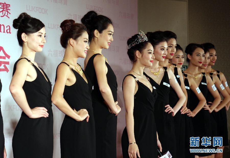 9月3日,环球小姐中国区15强在沪亮相。当日,2014环球小姐中国区大赛15强在沪亮相,并现场演绎珠宝首饰秀。新华社记者 任珑 摄