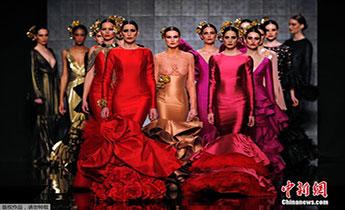 弗拉明戈时装周 西班牙女郎展现热辣与狂野