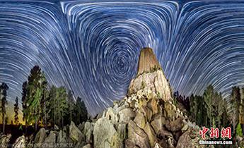 摄影师拍摄涡状星空 与梵高《星夜》极其相似