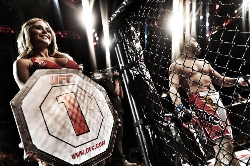 UFC(Ultimate Fighting Championship),即终极格斗冠军赛,是目前世界上最顶级规模最庞大的职业MMA(综合格斗)赛事。