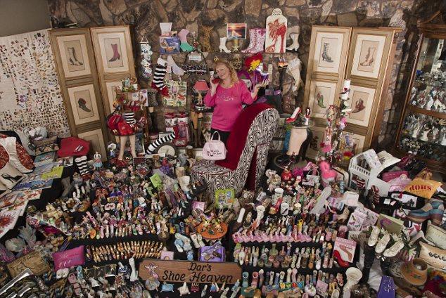 """美""""高跟鞋女王""""疯狂收集上万双鞋"""