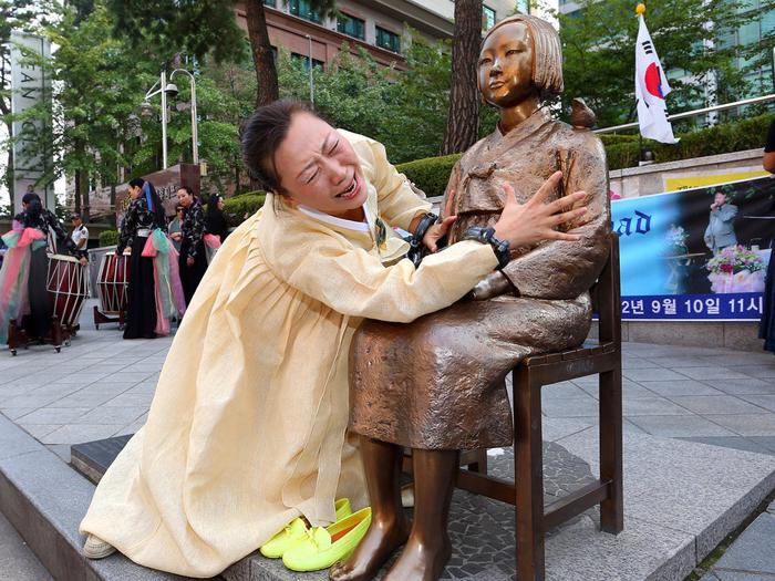 """中国与韩国学者将加强""""慰安妇""""档案交流,合作建立专题网站,并将相关文献与调查资料共同申报联合国""""世界记忆遗产名录""""。"""