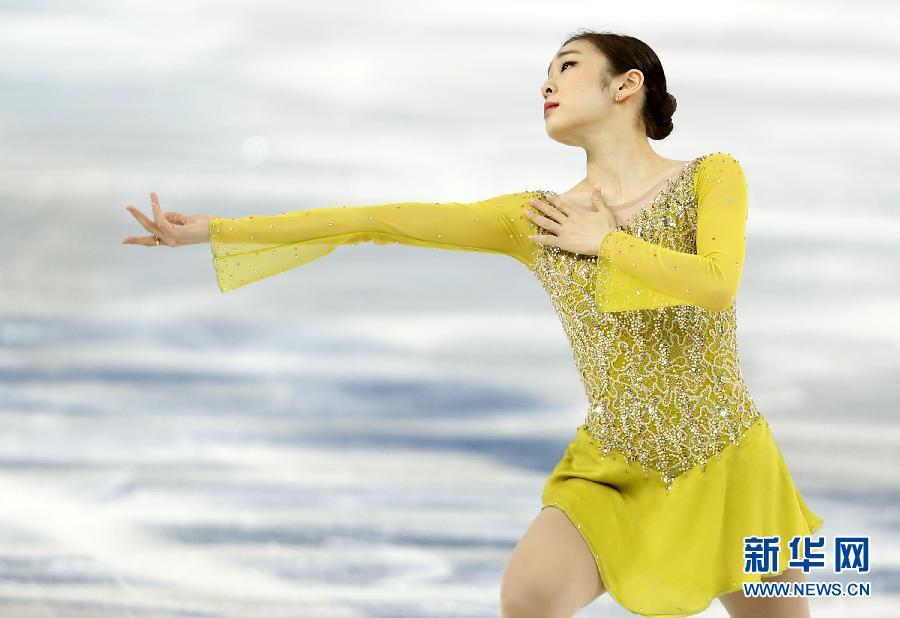 2月19日,金妍儿在比赛中。当日,在2014年索契冬奥会花样滑冰女子单人滑短节目比赛中,韩国选手金妍儿获得74.92分的成绩。  新华社记者王丽莉摄