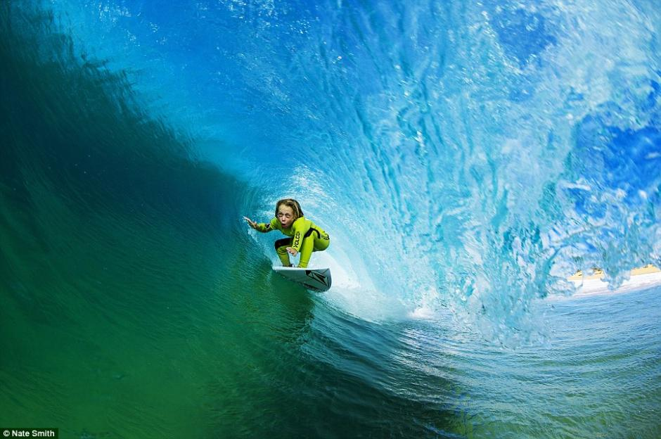 澳大利亚惊现一名9岁的冲浪小神童,据了解他的父亲曾经也是一名专业的冲浪运动员,并在自己儿子仅一岁时就让他开始接触冲浪。