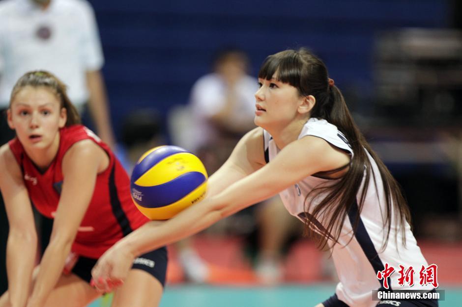 2014年7月22日,哈萨克长腿美女排球手�q博柯娃・莎宾娜网络走红。