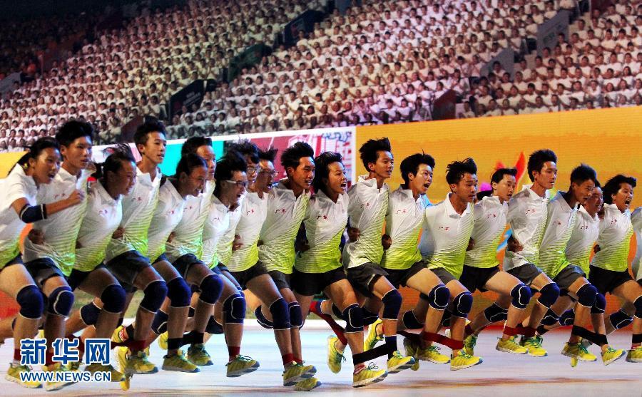 """7月28日,各省市""""我们一起来""""竞跑优胜团队在现场展示。"""