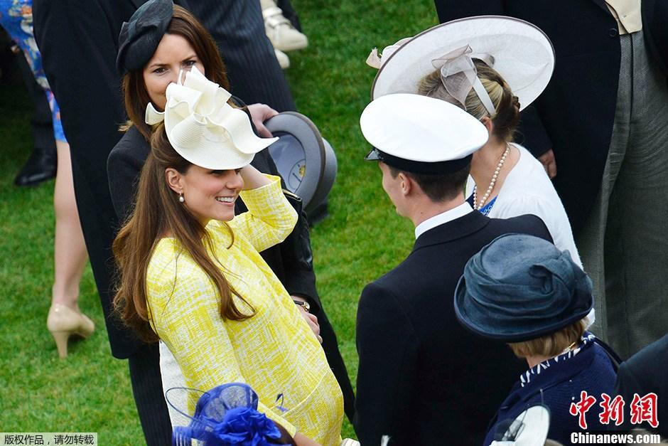 当地时间9月8日,英国剑桥公爵夫人、凯特王妃被证实怀有二胎,将再次为王室添丁。据悉,凯特腹中的胎儿将是英国王位第四顺位继承人,哈里王子则顺延至第五