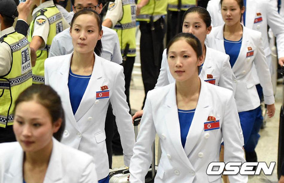 朝鲜代表团抵达仁川。