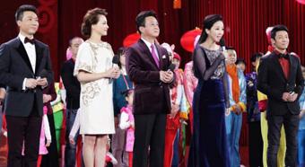 2015年央视春晚首次彩排八位主持人悉数亮相