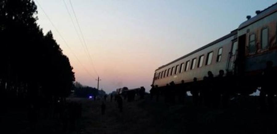黑龙江一旅客列车发生脱线事故 15人受伤