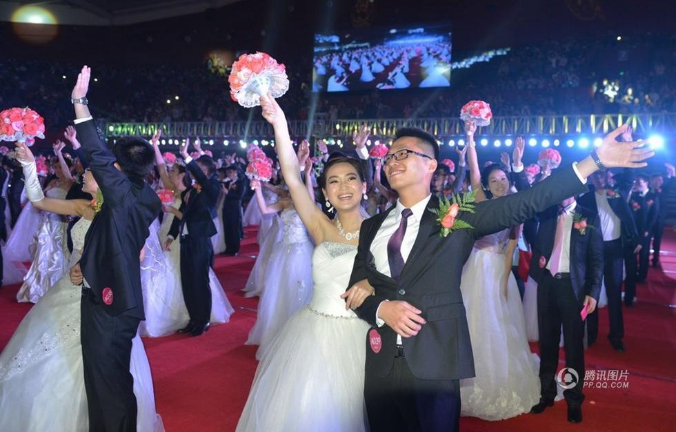 浙大218对校友举办集体婚礼