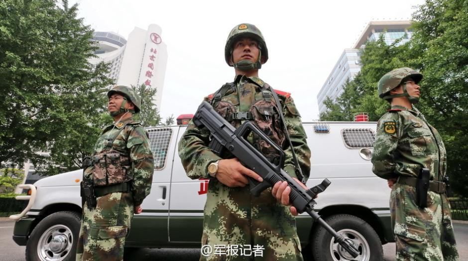 连日来,武警北京总队全面加大首都社会面巡逻防控力度。