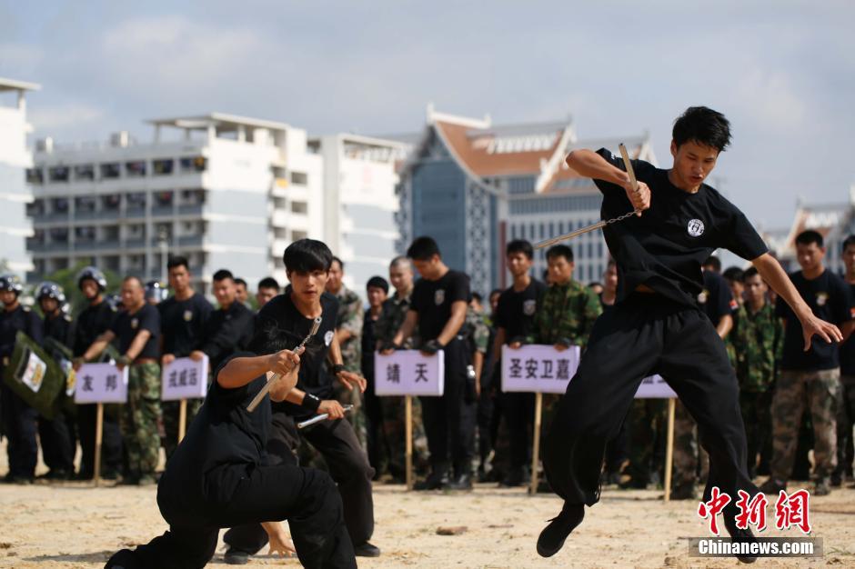 6月17日,广西南宁市首届保安服务公司业务技能比武大赛在南宁举行。当地警方希望藉此提高保安对突发事件的处置和快速反应能力,有效协助警方处置暴恐等突发事件。