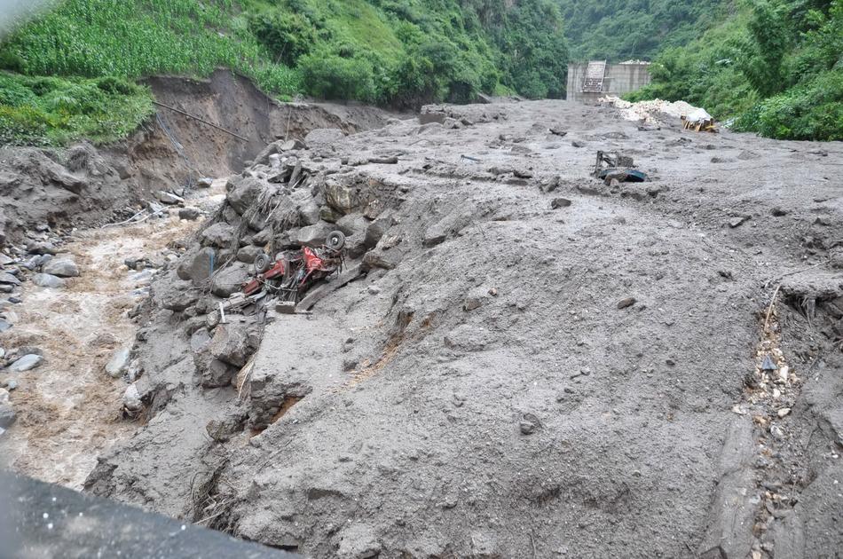7月9日凌晨3时许,云南省怒江州福贡县匹河乡沙瓦村沙瓦河发生泥石流灾害,初步核实已造成17人下落不明、1人受轻伤。初步估计可能有一部分失踪人员被冲进了怒江。