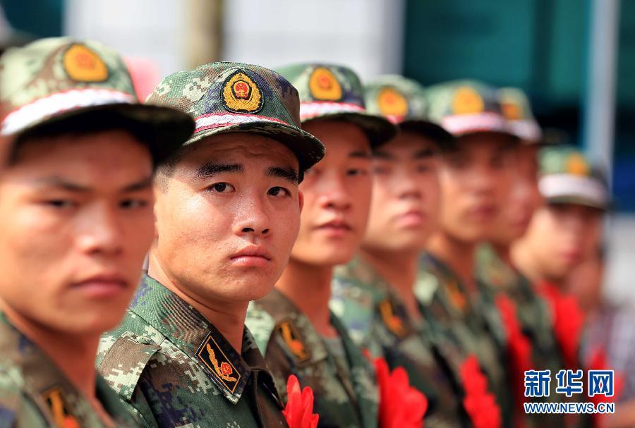 9月5日,在广西柳州市融安县人民武装部,新战士在列队准备赴军营。自当日起,全国各地新兵陆续启程奔赴军营,开始他们的军旅生涯。 新华社发(谭凯兴 摄)