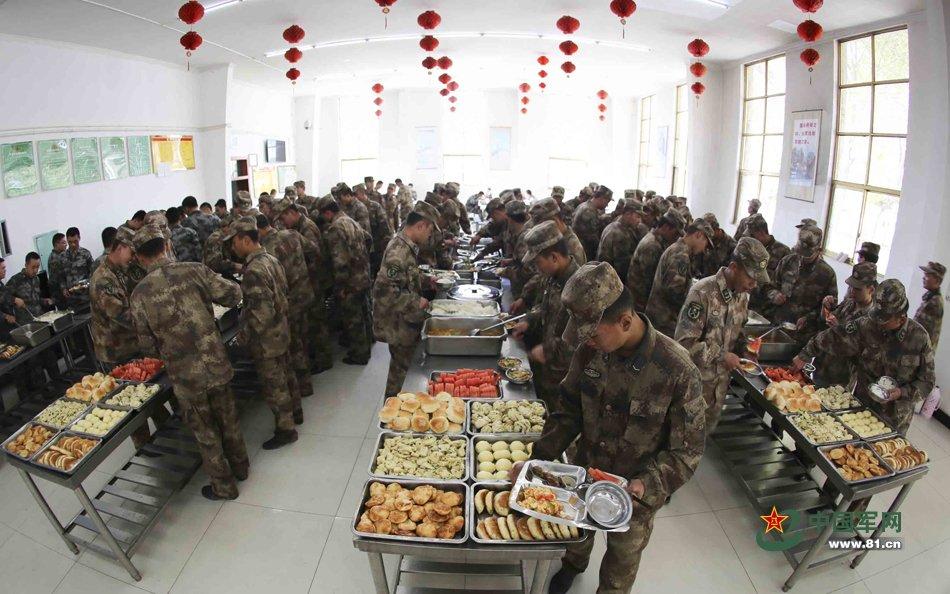 """近5年,部队圆满完成了135万余餐次的食宿保障任务和3000余人次的医疗保障任务。先后被总后表彰为""""先进党委""""""""先进师旅团级单位"""",连续10年被青藏兵站部表彰为""""全面建设先进单位。"""