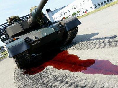 """日本坦克公开日上突然""""大出血"""""""