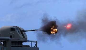 海军护航编队千岛湖舰组织舰炮实弹射击训练