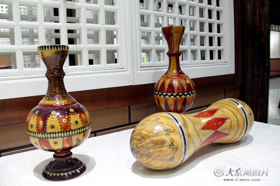 图为维吾尔族传统木制工艺品。记者 马俊骥 摄