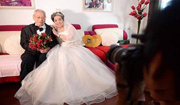 为抗战老兵拍婚纱照