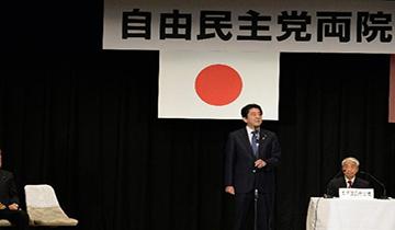 日本自民党正式宣布安倍晋三连任总裁
