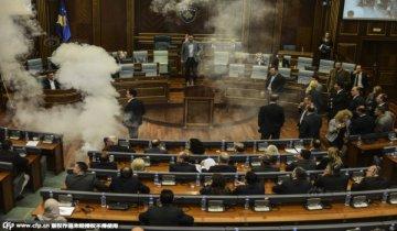 科索沃反对派议会上放催泪弹 议员晕厥
