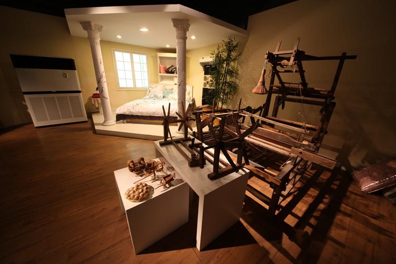 老式织布机和纺车(赵顺德 摄)图片
