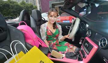 """长沙""""90后""""女孩开跑车送外卖年入百万.jpg"""